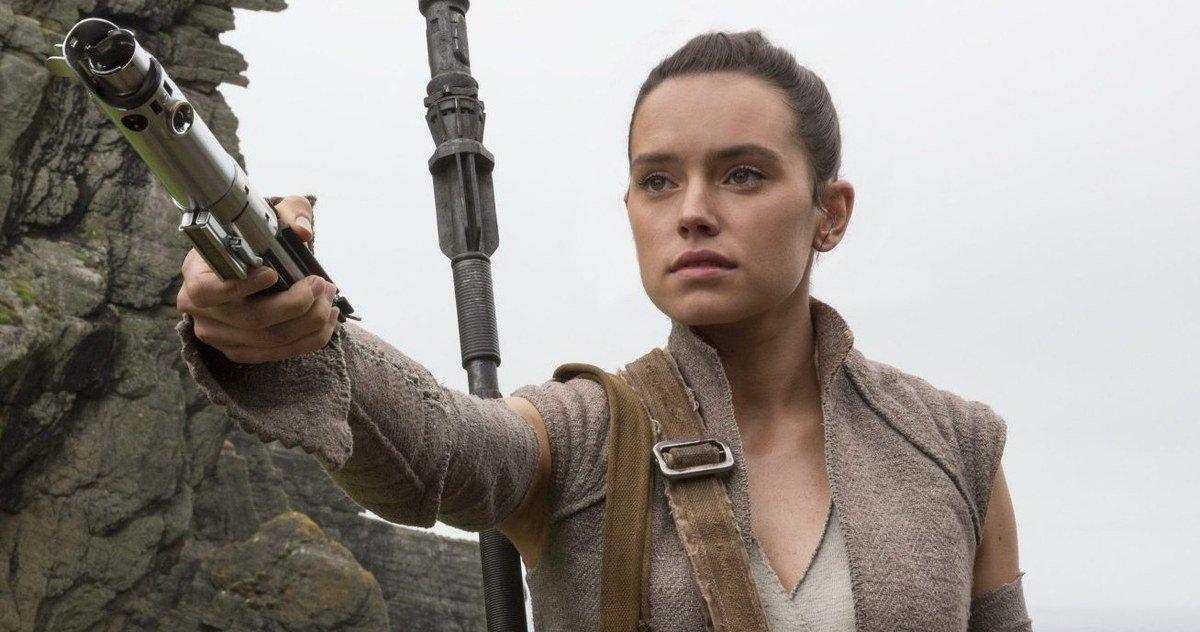 Star-Wars-Last-Jedi-Rey-Builds-New-Lightsaber